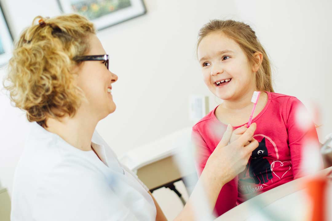 Zahnpflege sollte früh geübt werden